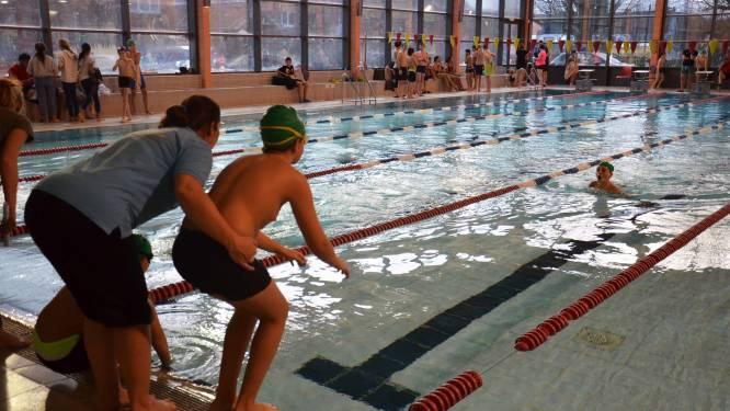 Zwembad De Kleine Dender blijft voorlopig nog dicht: Muurtegels komen opnieuw los