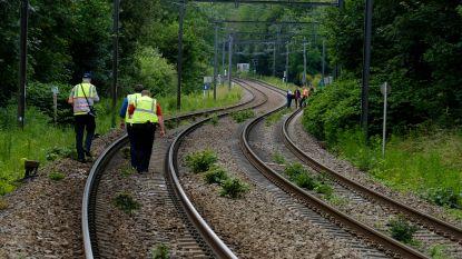 Verdachte opgepakt na vondst TATP-springstof langs treinsporen in Jette