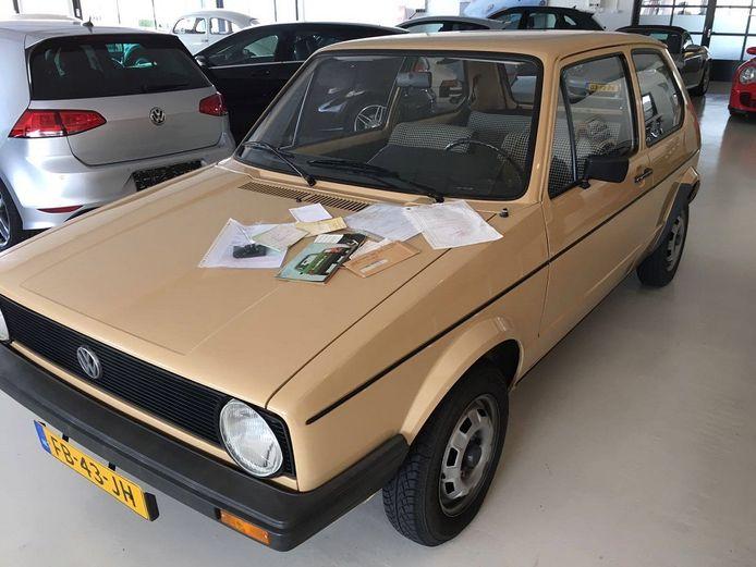 De wagen uit 1979 ziet er uit als nieuw doordat hij altijd in de garage stond en de eigenaars er bij vorst en gladheid niet in durfden te rijden.