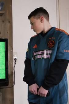 Weggeduwde ballenjongen Justian bekent schuld: 'Ik heb wel een beetje tijd gerekt tegen Ajax'