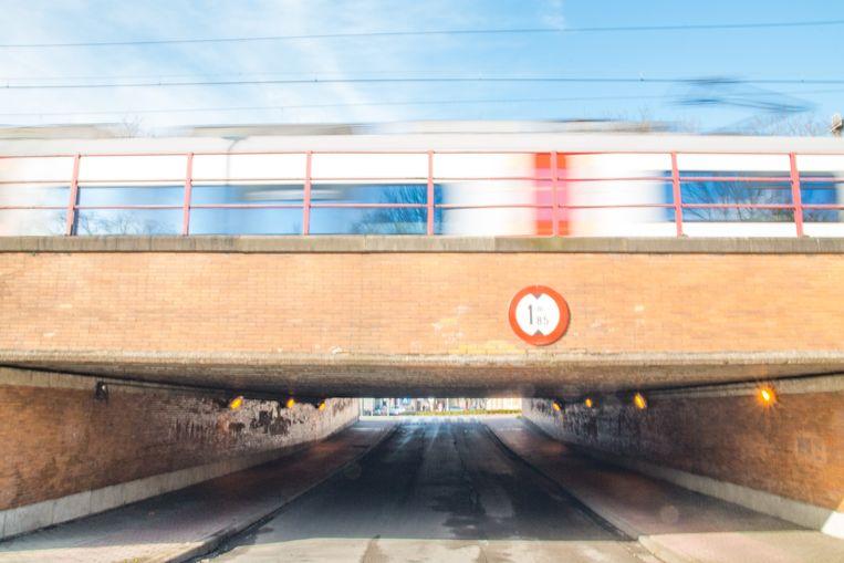 De tunnel tussen de Guido Gezelleplaats en het Stationsplein, vóór de start van de werken. Momenteel richt Infrabel er nieuwe toegangen in naar het perron. De gemeente richt hier binnenkort de eerste fietsstraat in Temse in.