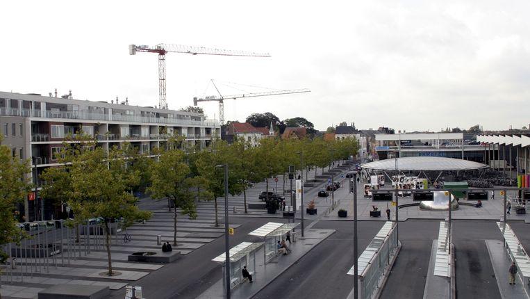 """Het Stationsplein in Sint-Niklaas: """"Dit is eigenlijk al een mobipunt. Met deze subsidie kunnen we een tweede hub mogelijk maken."""""""