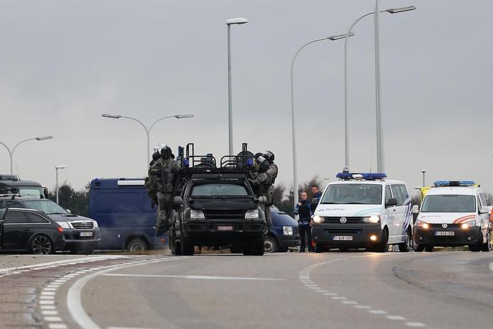 Klopjacht op zwaarbewapende criminelen die uit Breda vluchtten.