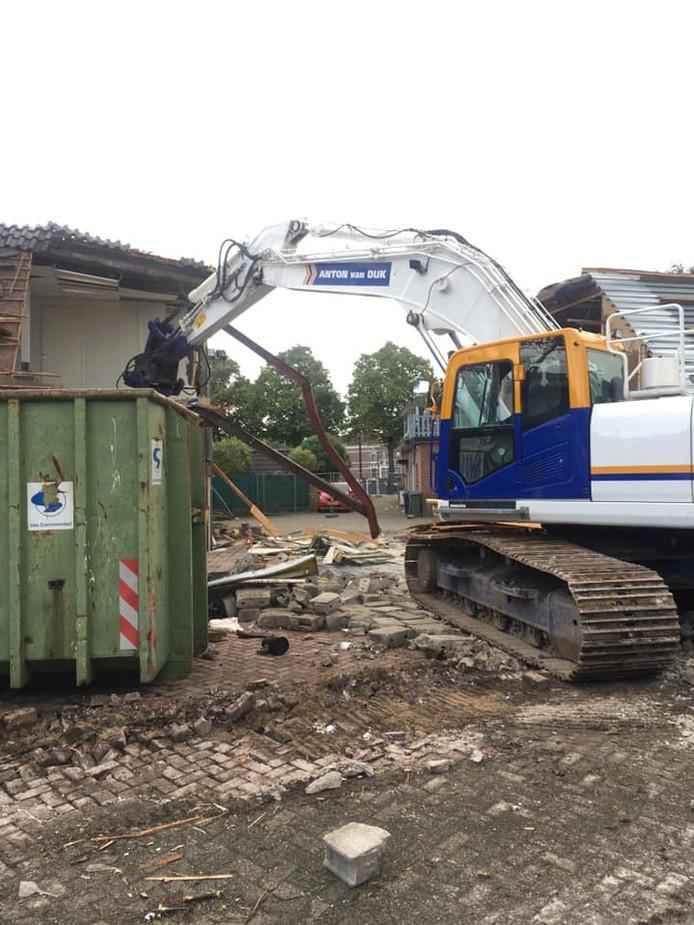 Op de plek tussen de Rijnkade en Prinsenlaan waar nu nog vier vervallen loodsen staan, gaat Heijwaal Projectontwikkeling 23 woningen bouwen.