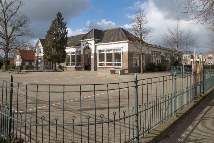 De St. Aloysiusschool op de Boskamp is hard toe aan een nieuw gebouw, aangezien het huidige gebouw niet meer gebruikt mag worden vanwege schimmel.