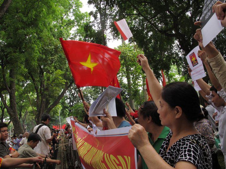 Eerder deze maand protesteerden Vietnamezen al bij de Chinese ambassade in Hanoi Beeld ap