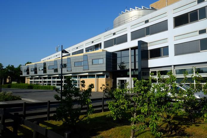 Het gemeentehuis in Oud-Beijerland is een van de servicepunten in de Hoeksche Waard.