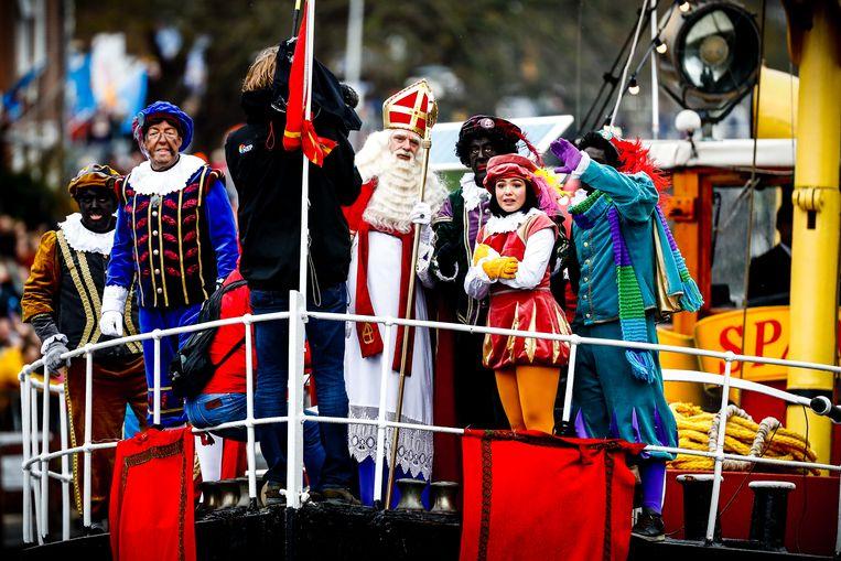 De landelijke intocht van Sinterklaas  in Nederland was vorig jaar in het Friese Dokkum.
