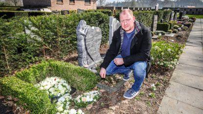 Rozen van achterkleinkinderen blijken plots verdwenen van gedenksteen: gemeente denkt na over camerabewaking op begraafplaats