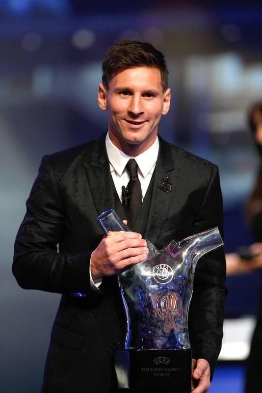 Lionel Messi in 2015 na het winnen van zijn tweede UEFA voetballer van het jaar-troffee.