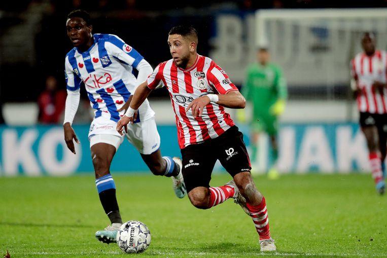 Rodney Kongolo van sc Heerenveen en Mohamed Rayhi van Sparta Rotterdam.  Beeld BSR Agency