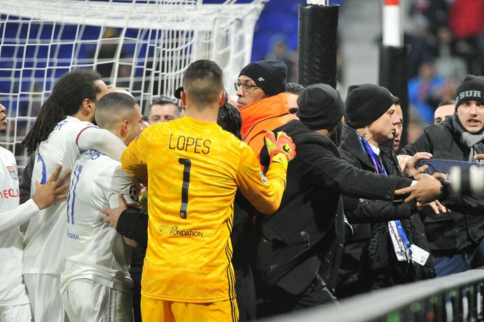 Ambiance tendue entre les supporters et les Lyonnais.