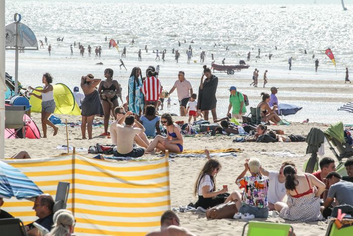 Oostende 18/07/2020 Drukte opmeten aan de kust. (Picture by Gianni Barbieux / Photo News)