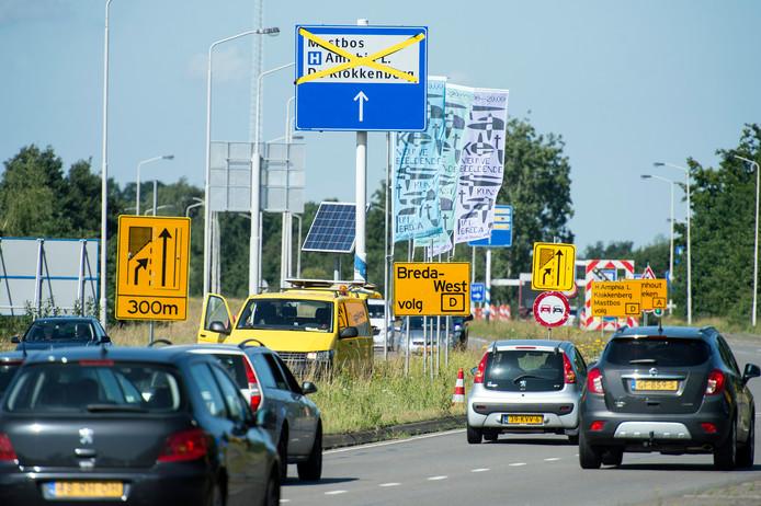 Een gedeelte van de zuidelijke rondweg in Breda is afgesloten. Er komt extra asfalt voor een betere doorstroming.