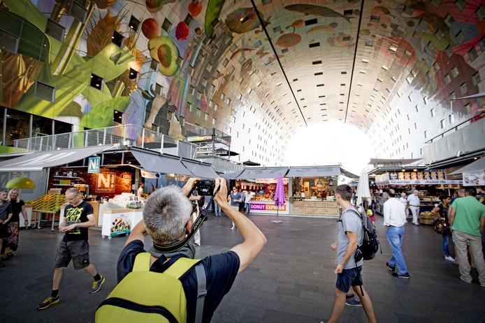 Het toerisme in Rotterdam blijft groeien. De Markthal is een echte publiekstrekker.