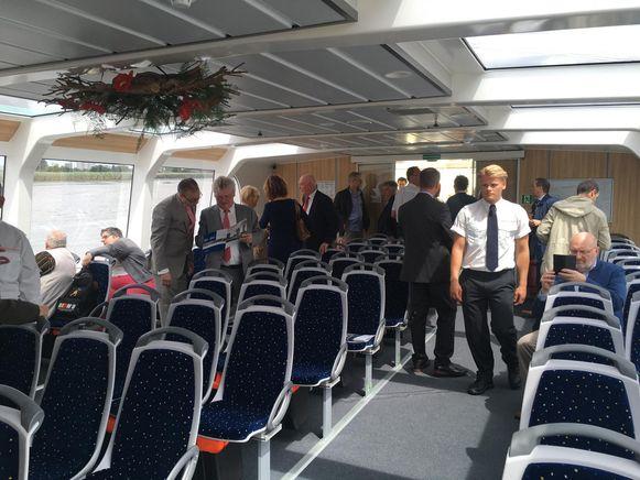 Er is ruimte voor 81 passagiers, twee rolstoelgebruikers en 50 fietsen.