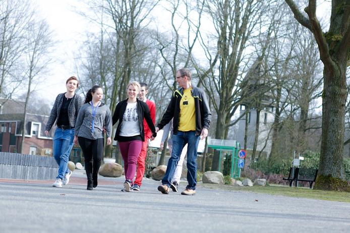 Vakantiewerk op Groot Schuylenburg? Dan kun je bijvoorbeeld denken aan wandelen met cliënten die een verstandelijke beperking hebben.