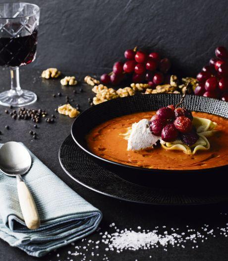 Wat Eten We Vandaag: Paprika-tomatensoep met tortelloni en druiven