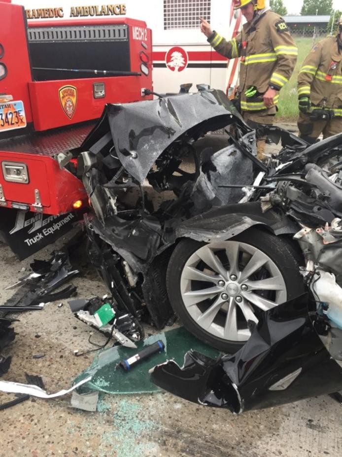 Op vrijdag 11 mei botste een Tesla Model S in de Amerikaanse staat Utah met hoge snelheid op een brandweerauto