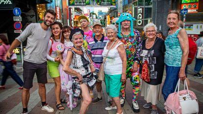 De 80-jarigen kijken samen naar de laatste aflevering van 'De Wereld Rond': de leukste momenten op een rijtje
