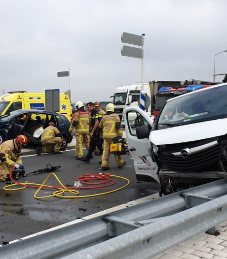 3 gewonden bij ernstig ongeval op N18 in Enschede