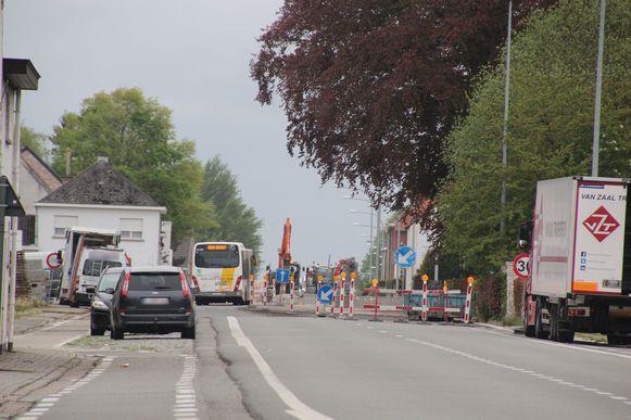 De werken aan de N46 tussen Burst en Borsbeke zitten er bijna op.
