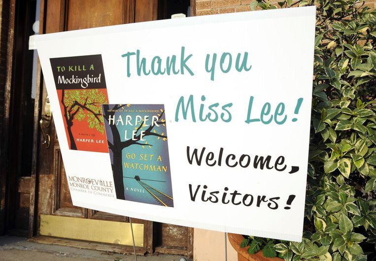 Bezoekers worden verwelkomd in Monroeville, het dorp dat model stond voor het fictieve stadje Macomb waarin het verhaal van Lee zich afspeelt. Beeld ap