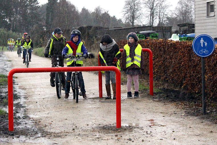 Het nieuwe fietspad biedt een veiliger alternatief voor kinderen die van en naar school fietsen.