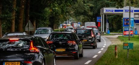 VVD-fracties langs N35 scharen zich als één man achter meer asfalt: 'Zet er een tandje bij'
