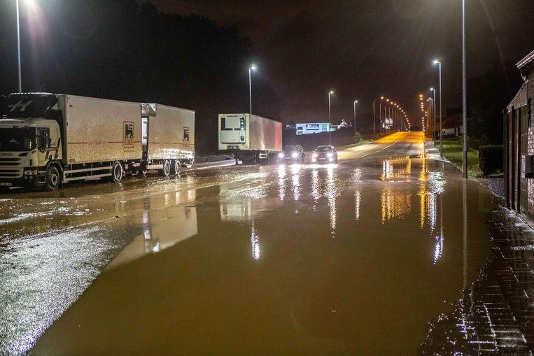 Zomeronweders zorgden de voorbije jaren regelmatig voor de nodige wateroverlast, zoals hier in Roosdaal in juni 2019.