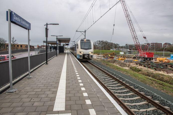 Station Stadshagen, waar de treinen nog voorbijrazen.