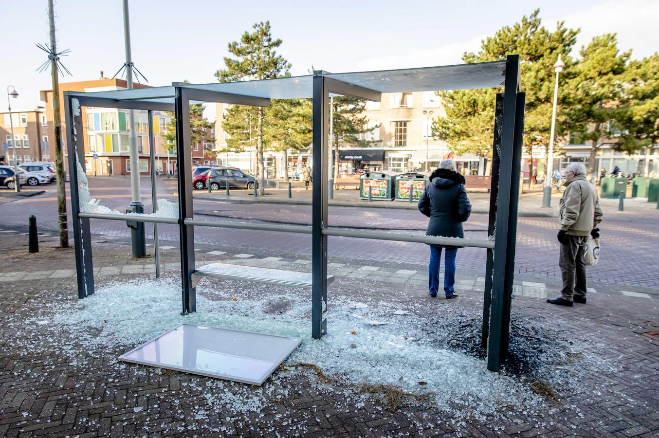 Schade aan een bushalte.