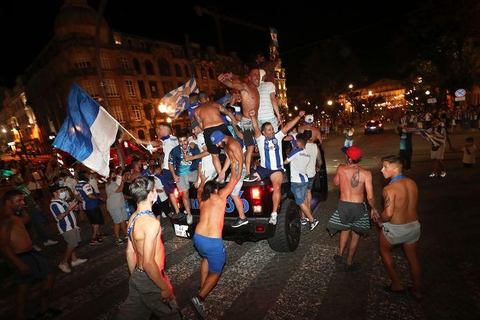 Porto-fans vier feest in de binnenstad na het behalen van de landstitel.