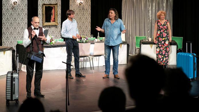 De voorstelling Festen van theatergroep Meij uit Meierijstad, afgelopen vrijdagavond in 't Spectrum in Schijndel.