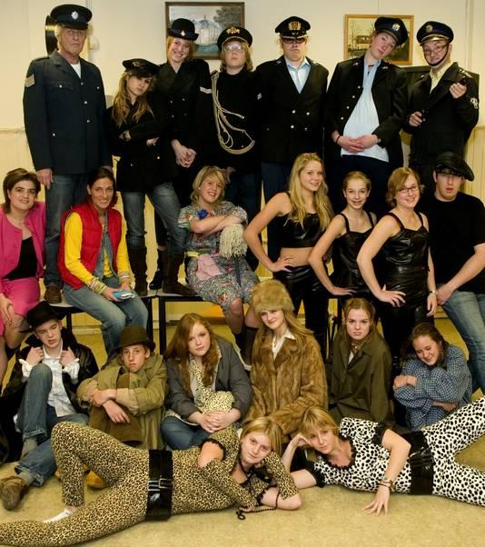 De jeugdafdeling van het Zoldertejater in 2005. Veel van de leden zijn doorgestroomd naar de volwassen groep.