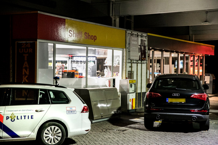 Het tankstation in Arnhem is slachtoffer geworden van een gewapende overval.