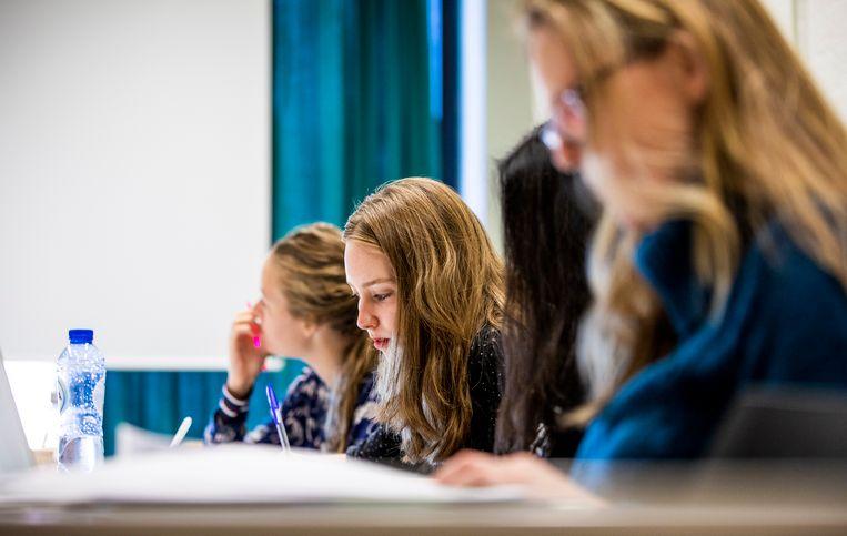 Tweedejaars studenten Nederlands aan de Vrije Universiteit te Amsterdam. Beeld Freek van den Bergh / de Volkskrant