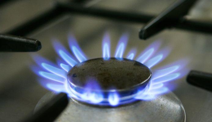 Brandend gaspit op het fornuis.