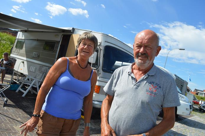 Bram Verhage (75) en zijn vrouw Anita (67) uit Arnemuiden maken graag gebruik van de camperplaats.