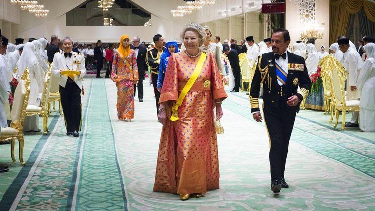 Koningin Beatrix en sultan Hassanal Bokiah van Brunei voorafgaand aan het staatsbanket maandag. Beeld anp