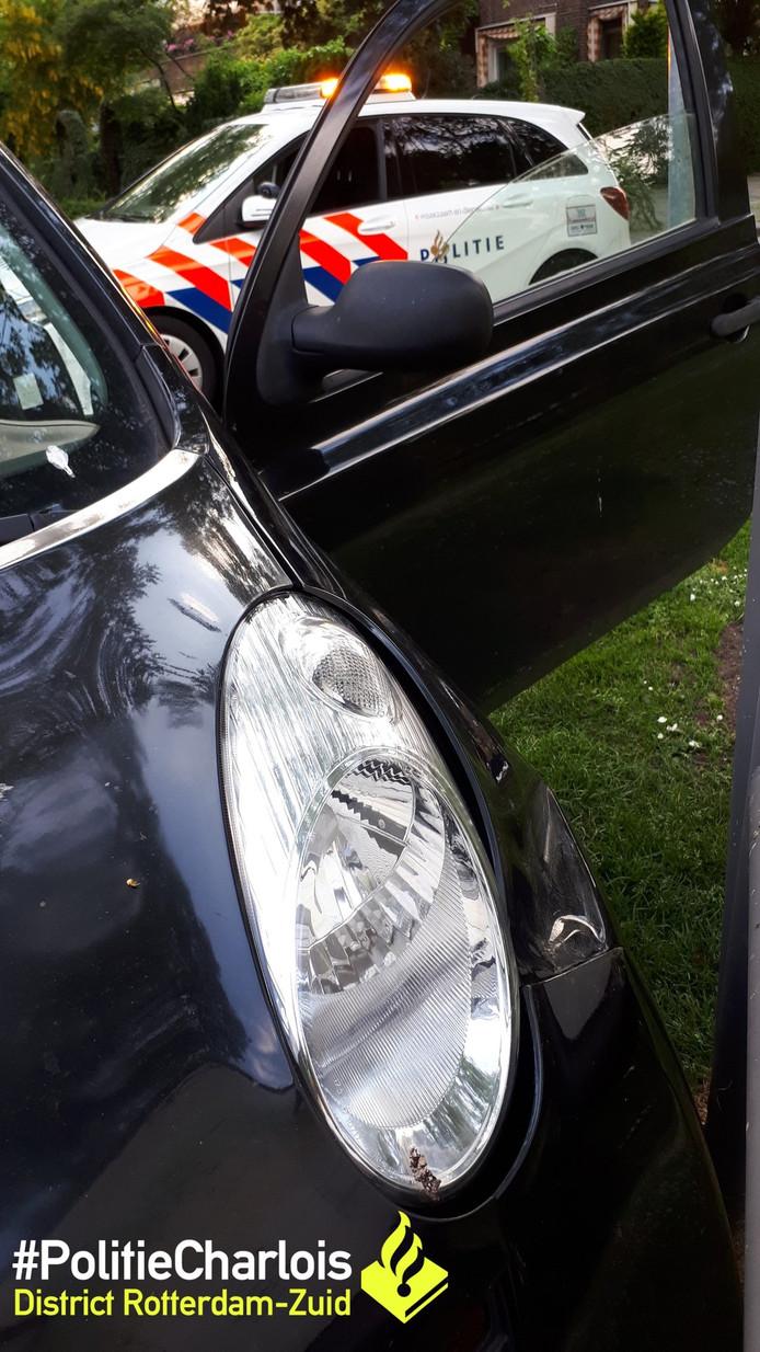 De politie besloot de inzittenden van een auto te controleren omdat de bestuurder zo jong op ze over kwam.
