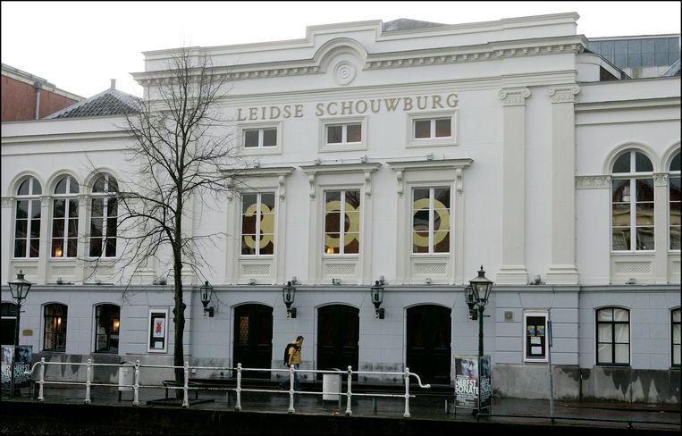 Op de Oude Vest in Leiden vinden we de Leidse Schouwburg waar Farbod Moghaddam gisterenavond de juryprijs van het Leids Cabaret Festival won.