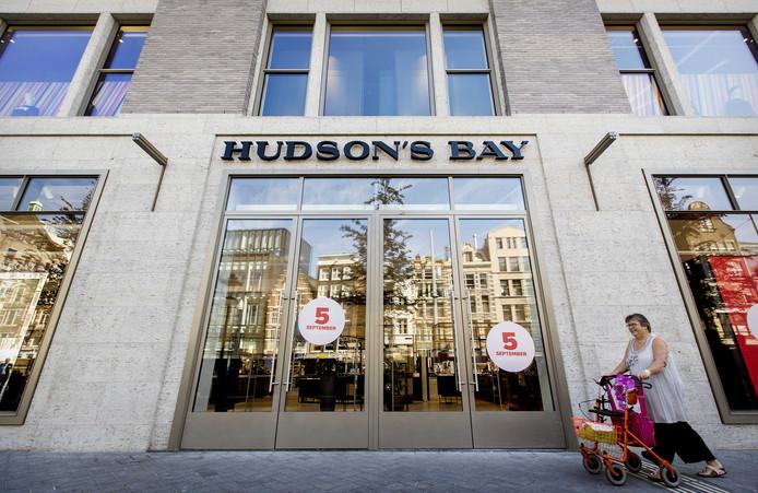 Exterieur van het warenhuis Hudson's Bay.