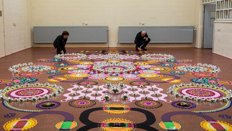 Een vloerinstallatie van Suzan Drummen, deel van Big Art Beeld JW Kaldenbach
