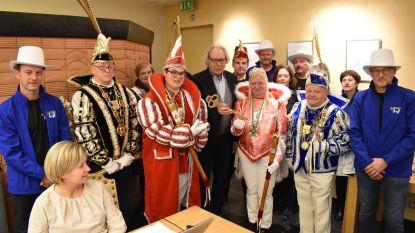 Prinsenpaar krijgt sleutel van gemeente uit handen van burgemeester