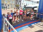Twintig kinderen in Tholen rennen voor het goede doel