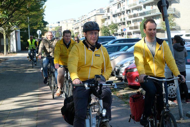 Bart De Wever pakt de kop bij de fietstocht door de districten.