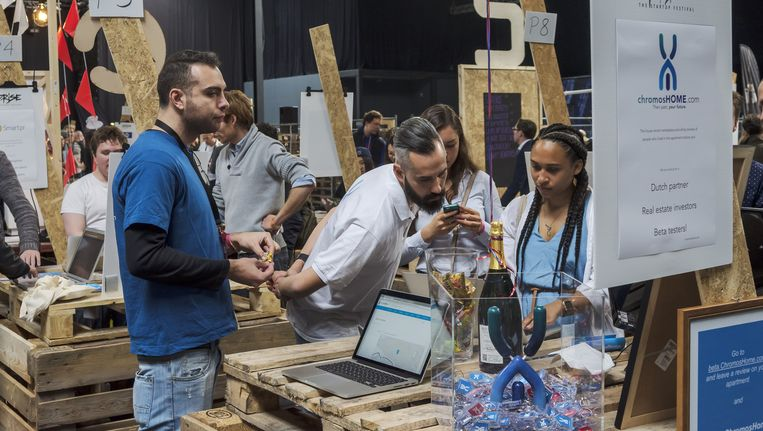 Start-ups presenteren zich op het Uprise Startup festival in Amsterdam in april. Tegen de beeldvorming in krimpt het aantal banen bij start-ups. Beeld Hollandse Hoogte