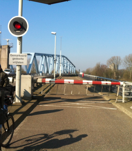 Draaibrug Sas van Gent weer twee dagen uit roulatie
