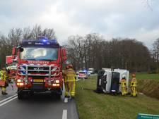 Chauffeur bekneld in gekantelde bus bij Vorden